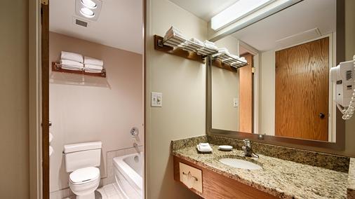 Best Western Plus Lamplighter Inn & Conference Centre - London - Bathroom