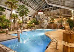 Best Western Plus Lamplighter Inn & Conference Centre - London - Pool