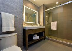 JB Duke Hotel - Durham - Bathroom