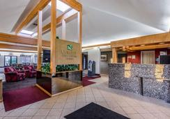 Quality Inn and Suites Muskegon - Muskegon - Lobby