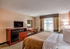 Quality Inn and Suites Muskegon - Muskegon - Bedroom