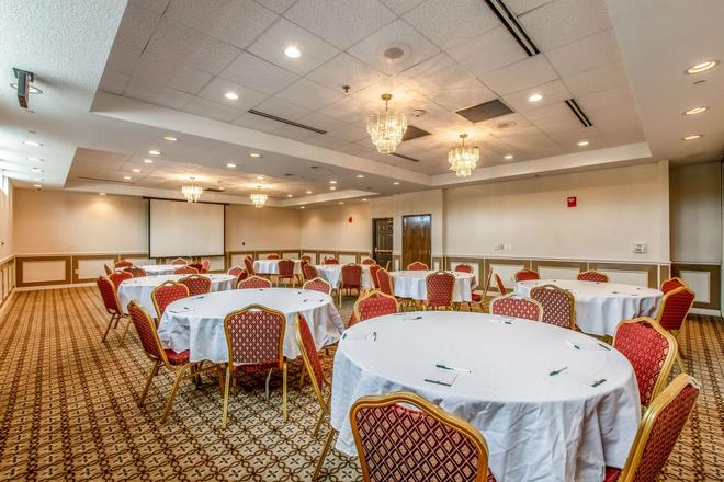 Quality Inn and Suites Muskegon - Muskegon - Banquet hall