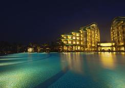 Vinpearl Resort & Golf Nam Hoi An - Hoi An - Piscina