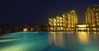 Vinpearl Resort & Golf Nam Hoi An - הוי אן - בריכה