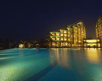 Vinpearl Resort & Golf Nam Hoi An - Hoi An - Pool
