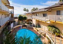 貝斯特韋斯特海灘景觀酒店 - 卡爾斯巴德 - 卡爾斯巴德 - 游泳池