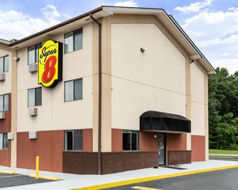 Super 8 by Wyndham Chester/Richmond Area - Chester - Building