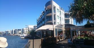 La Promenade - Caloundra - Building