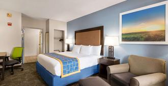 Days Inn & Suites by Wyndham Savannah Midtown - Savannah - Sovrum