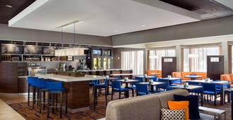 Courtyard by Marriott Denver Central Park - Denver - Bar