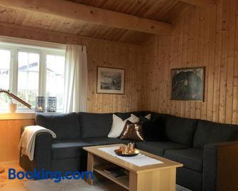 Svenskveien 23b - Рьорус - Living room