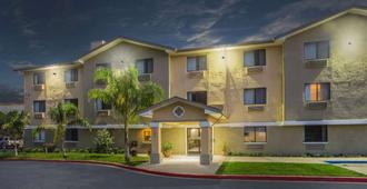 Super 8 by Wyndham Vacaville - Vacaville - Building