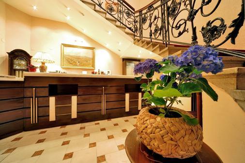 Hotel Central Osijek - Osijek - Front desk