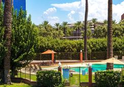 Howard Johnson by Wyndham Phoenix Airport/Downtown Area - Φοίνιξ - Πισίνα