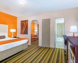 Howard Johnson by Wyndham Phoenix Airport/Downtown Area - Phoenix - Bedroom