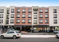 Comfort Inn & Suites near Stadium - Bronx - Edificio