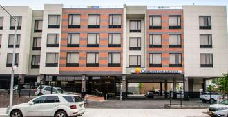 Comfort Inn & Suites near Stadium - Bronx - Edificio