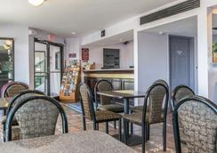 Rodeway Inn Louisville - Louisville - Lobby