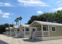 Travelers World RV Resort - San Antonio - Edificio