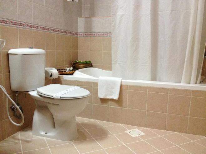 Fortune Hotel Deira - Dubai - Bathroom