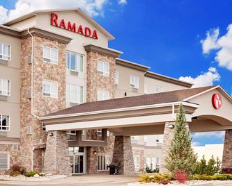 Ramada by Wyndham Stettler - Stettler - Building