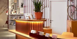 25hours Hotel Zürich West - Zurich - Front desk