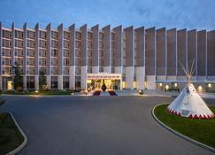 Grey Eagle Resort - Calgary - Building