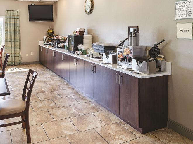 La Quinta Inn & Suites by Wyndham Biloxi - Biloxi - Μπουφές