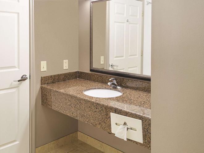 La Quinta Inn & Suites by Wyndham Biloxi - Biloxi - Μπάνιο