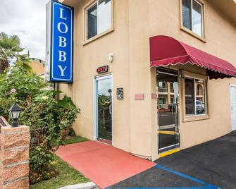 Rodeway Inn & Suites - Bellflower - Building