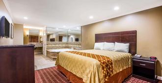 Rodeway Inn & Suites - Bellflower - Bedroom