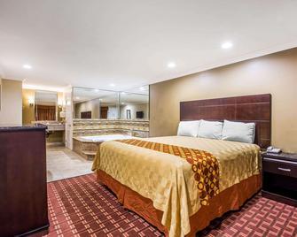 Rodeway Inn & Suites - Bellflower - Ložnice