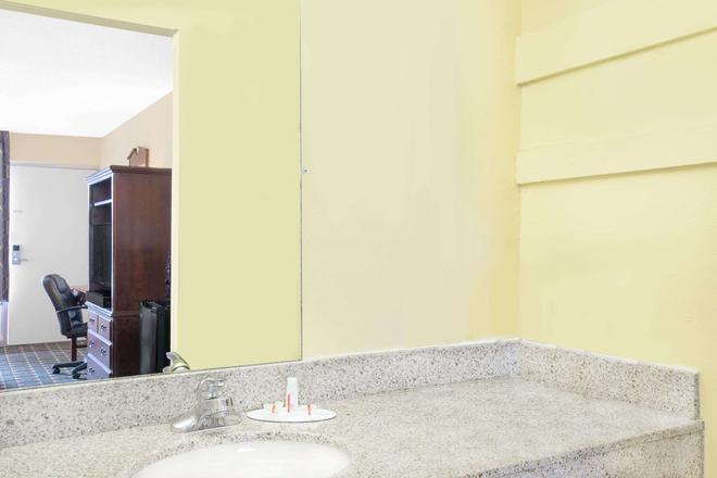默里迪恩戴斯酒店 - 美里迪安 - 子午線城 - 臥室