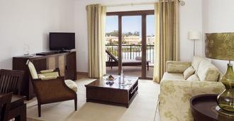 Cascade Wellness Resort - Lagos - Living room