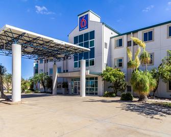Motel 6 Harlingen, TX - Harlingen - Gebäude