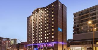 Travelodge Hotel by Wyndham Montreal Centre - Montreal - Rakennus