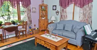 Pilgrim's Rest Bed and Breakfast - פילדלפיה - סלון