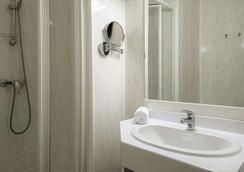 The Originals City, Hôtel Le Cantepau, Albi (Inter-Hotel) - Albi - Bathroom