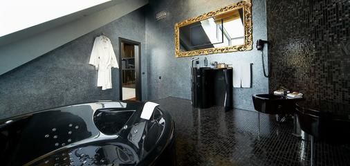 Royal Square Hotel & Suites - Riga - Bathroom