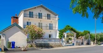 Bed & Breakfast Maki - Biograd na Moru - Building