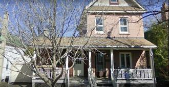 Sunnyside Bed and Breakfast - Ottawa