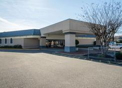 Travelodge by Wyndham Memphis Airport/Graceland - Memphis - Building
