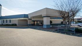 Travelodge by Wyndham Memphis Airport/Graceland - Memphis - Building
