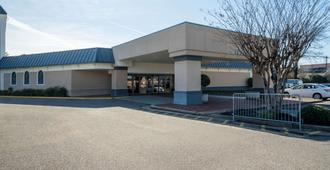Travelodge by Wyndham Memphis Airport/Graceland - Μέμφις - Κτίριο