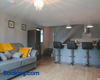 Dolmen Cottage - Glencolumbkille - Living room