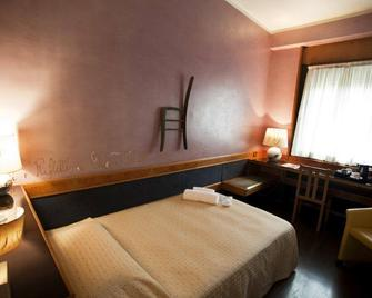 Hotel Diplomatic - Turin - Bedroom