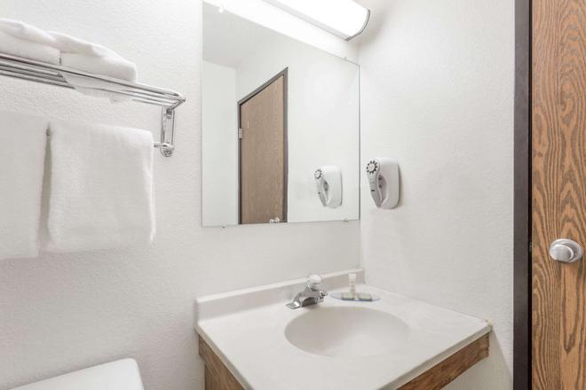 維珍尼亞漢普頓速 8 酒店 - 漢普敦 - 漢普頓(弗吉尼亞州) - 浴室