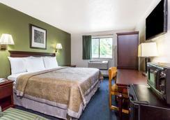 Super 8 by Wyndham Hampton - Hampton - Bedroom