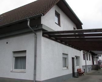 Hotel Garni Haus Dornheim - Obertshausen - Gebouw