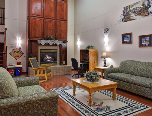 Country Inn & Suites by Radisson, Dubuque, IA - Dubuque - Living room